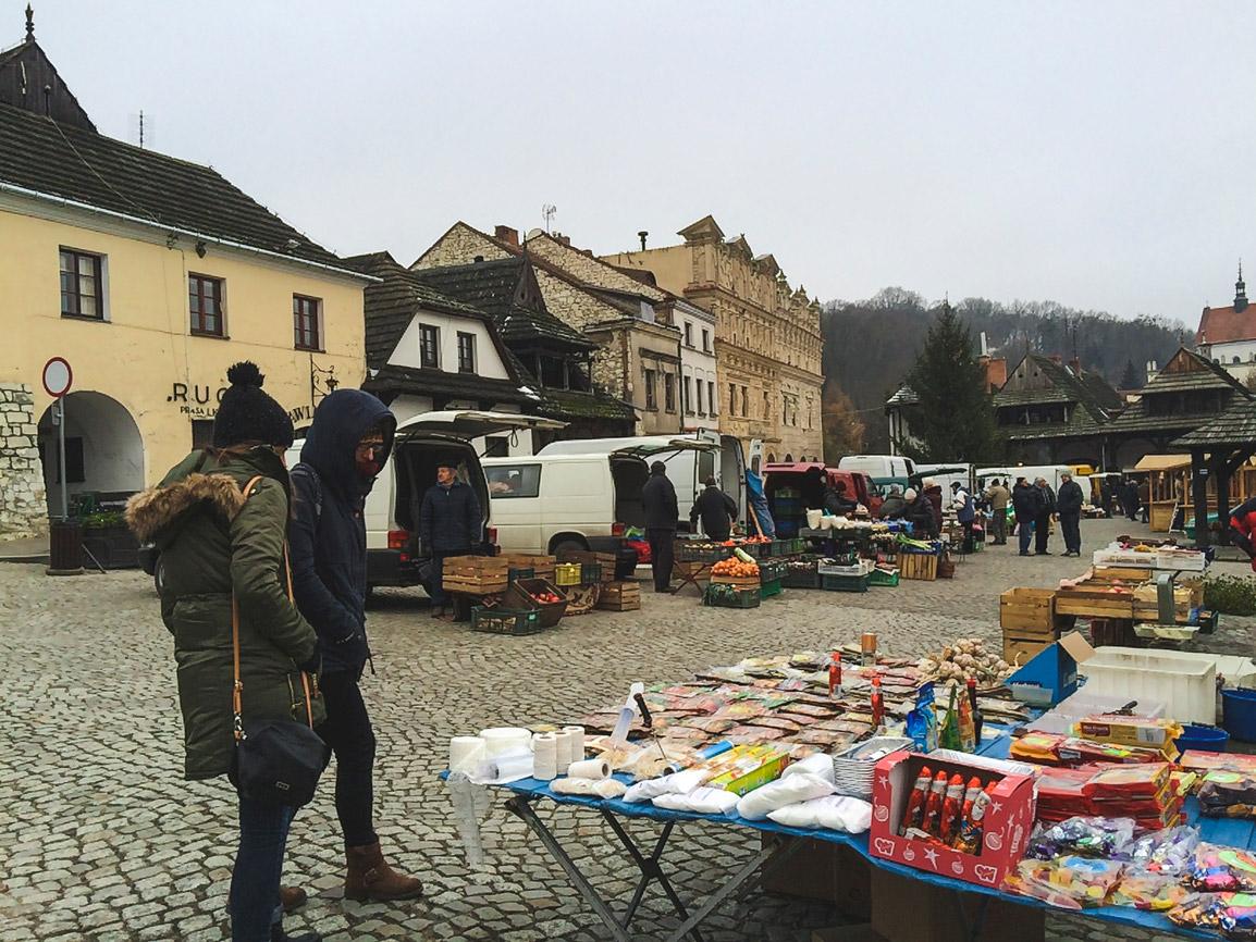 Quiet morning in Kazimierz Dolny's street market