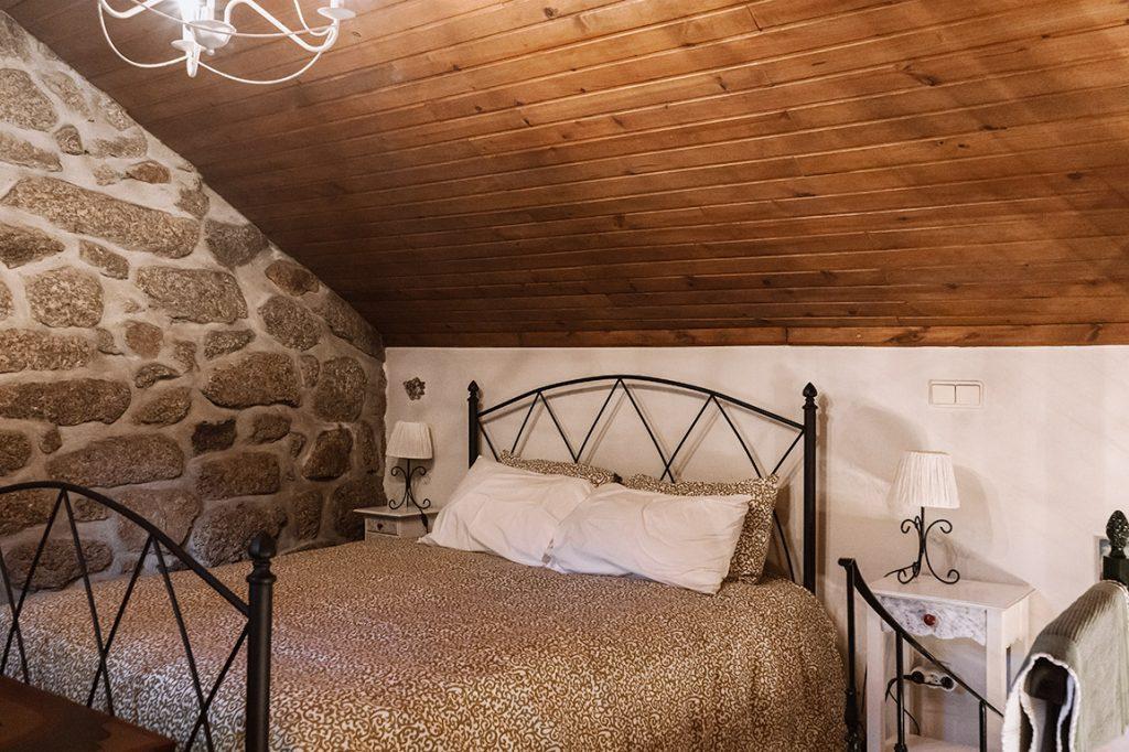 The comfortable bedroom at Moinhos do Poço Verde